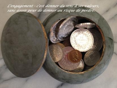 bonnetic3a8re-et-pic3a8ces-argent-et-or-avec-citation-sur-engagement.jpg