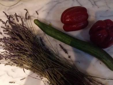 170705 La valse des fruits - lavande concombre et poivrons rouge