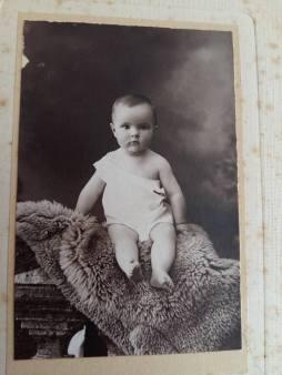 170710 Antoinette de Mathan bébé - Née le 10-07-1920