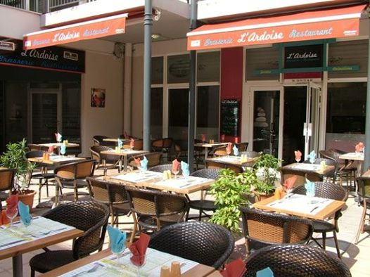 170711 Terrasses restaurant à Draguignan