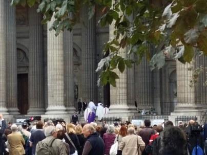 170901 Mireille Darc - St Sulpice - Entrée du cercueil 2