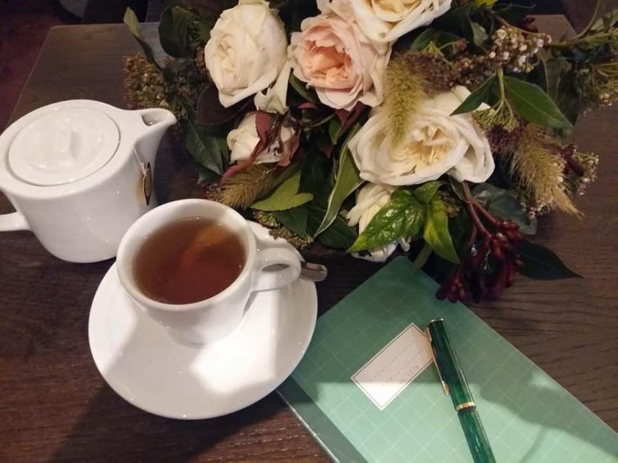 « Un air de vacances, un thé et un bouquet»
